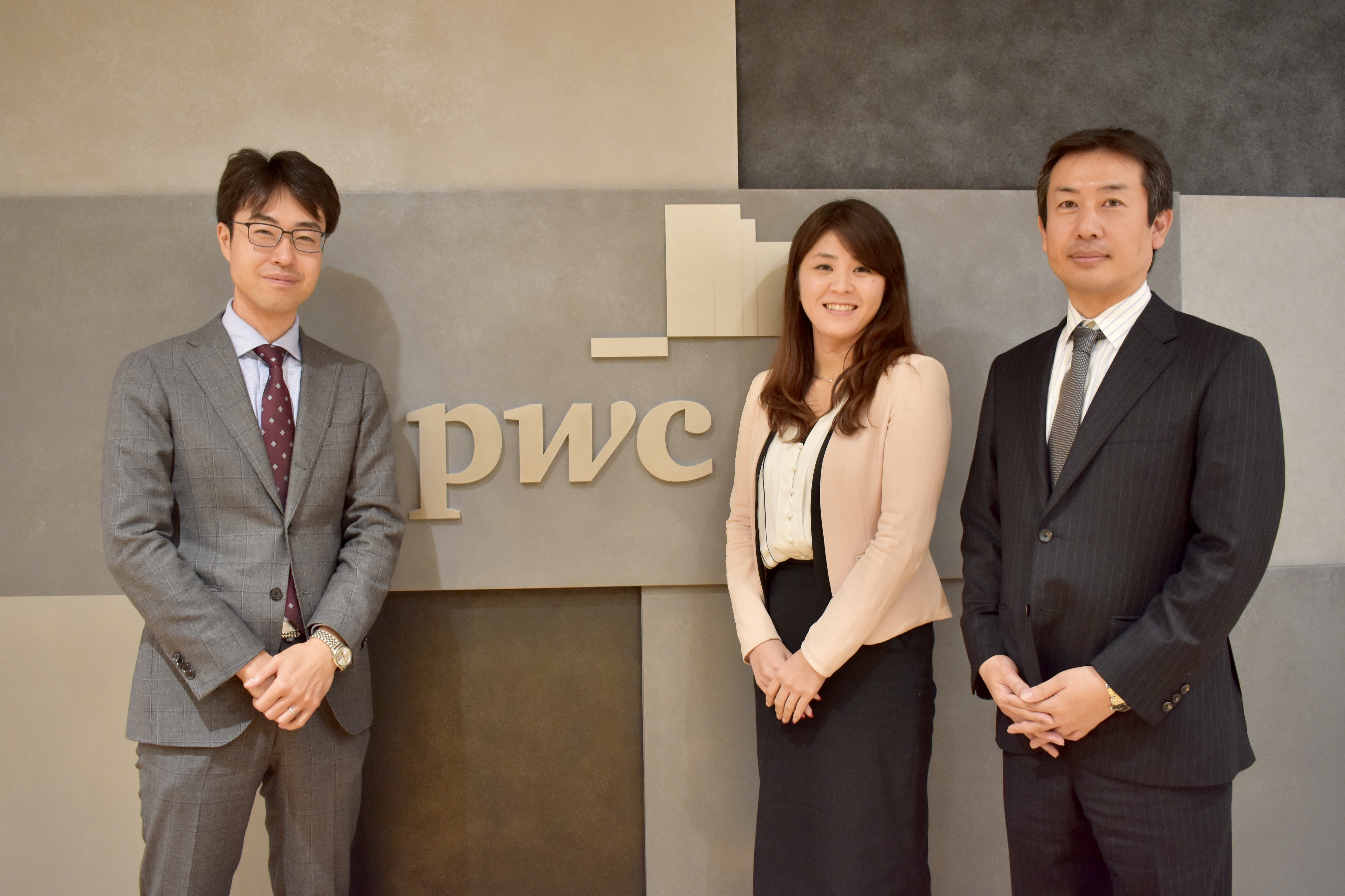 PwC3人の写真